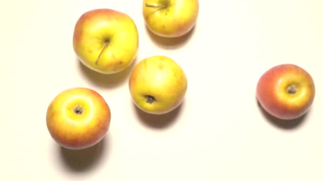 Apples fall on the table super slow mo 960fps video