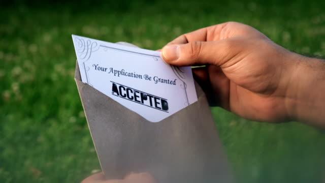 vidéos et rushes de demande acceptée - carte postale