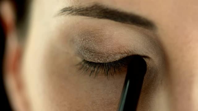 HD: Applying Eyeshadow video