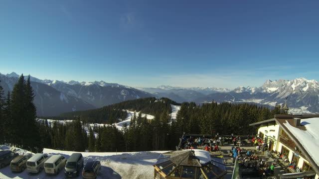 apres ski restaurant time lapse video