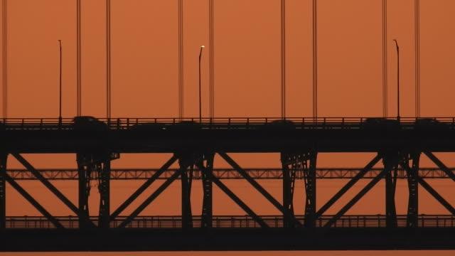 vídeos de stock e filmes b-roll de april 25th bridge - ponte 25 de abril