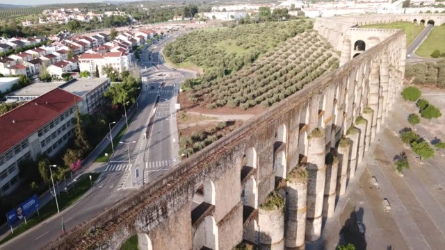 vídeos de stock e filmes b-roll de aqueduct in  city of elvas - portalegre