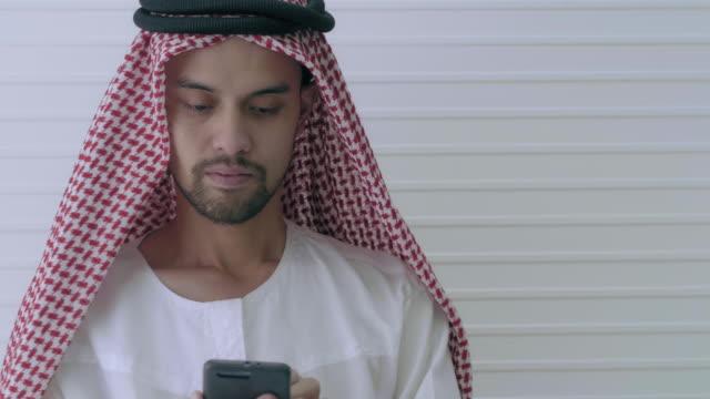 stockvideo's en b-roll-footage met arabische mannen werken - riyad