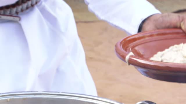 arabiska gulf mat: harees med zabad - eid al fitr bildbanksvideor och videomaterial från bakom kulisserna