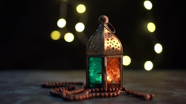 arabiska lykta och tasbih (rosary pärlor) - eid al fitr bildbanksvideor och videomaterial från bakom kulisserna