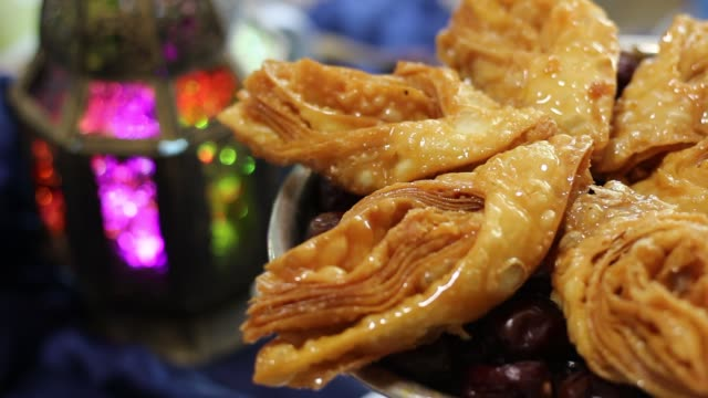arabiska sötsaker, traditionella orientaliska delikatesser - ramadan lykta bildbanksvideor och videomaterial från bakom kulisserna