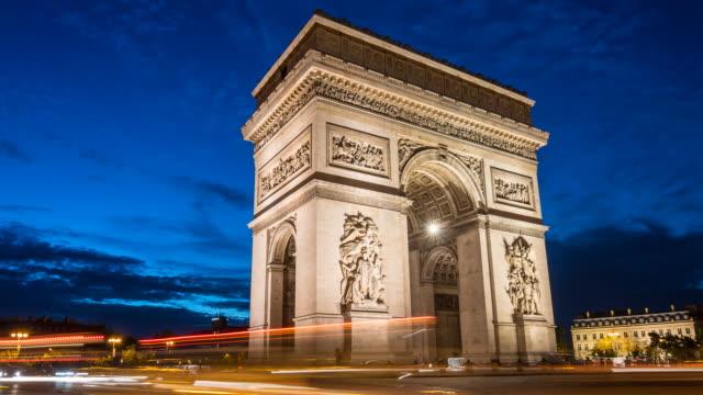 vídeos y material grabado en eventos de stock de arco del triunfo en el lapso de tiempo de la noche - francia