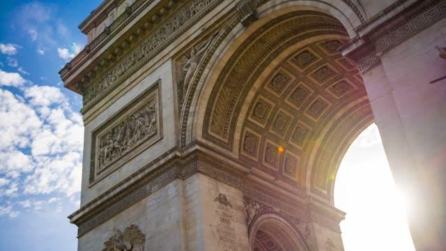 arc de triomphe in paris - parigi video stock e b–roll