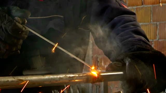 Arc welding steel pipe video