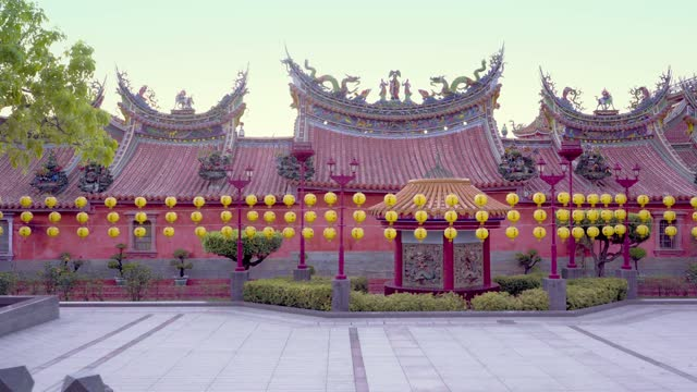 A arch camera move take of a temple in Taiwan.