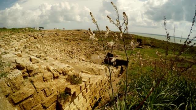 arkeologisk utgrävning ruiner antika amfiteater magarsus antik tiyatro - anatolien bildbanksvideor och videomaterial från bakom kulisserna
