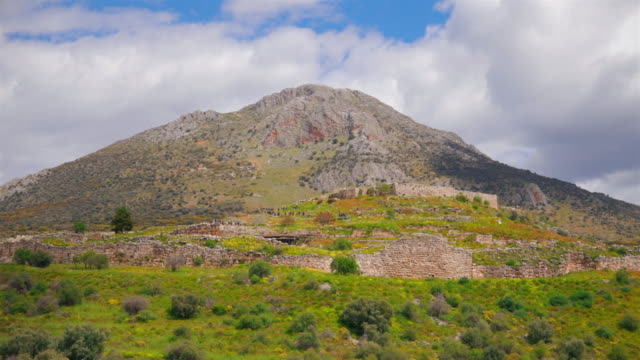 archaeological site of ancient mycenae - view of the citadel , argolis , peloponnes, greece - пелопоннес стоковые видео и кадры b-roll
