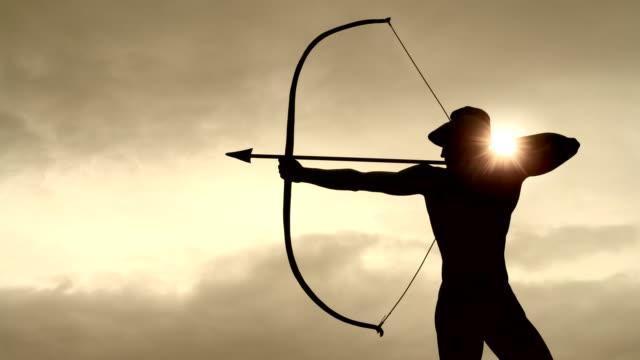 vidéos et rushes de archer statue, le temps qui passe - tir à l'arc