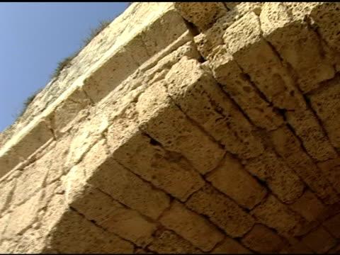 arches des römischen aquädukts - gold waschen stock-videos und b-roll-filmmaterial