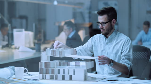 DS Architekten Aufbau eines architectural model im Büro – Video