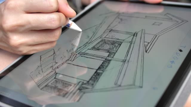 vídeos de stock, filmes e b-roll de home do esboço do desenho do arquiteto na tabuleta de digitas - diagrama