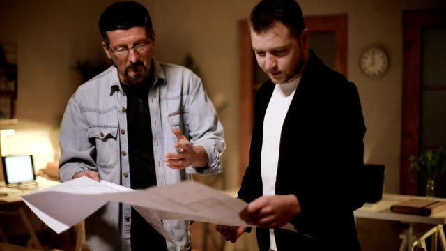 architects working on project - coinvolgimento dei dipendenti video stock e b–roll