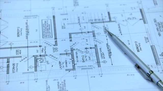 Plantas e arquitetônico Blueprint rolos com desenho de instrumentos - vídeo
