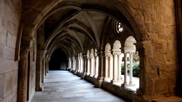 stockvideo's en b-roll-footage met architectuur van klooster van santa maria de vallbona - klooster