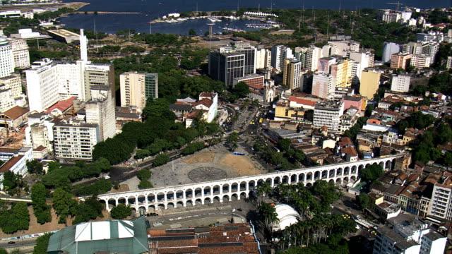vídeos de stock e filmes b-roll de arcos da lapa-vista aérea do rio de janeiro, rio de janeiro, brasil - lapa