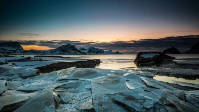 arctic coastline with cracked ice floes - time lapse tracking shot - ледник стоковые видео и кадры b-roll