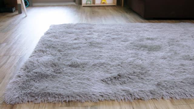 tappeto area sul pavimento - tappeto video stock e b–roll
