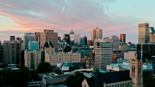 夕暮れ時カナダのモントリオールの面積ドローン映像 - 都市 モノクロ点の映像素材/bロール