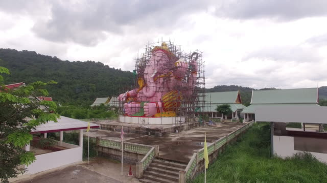 vídeos de stock e filmes b-roll de areial view the pink ganesh while creating. - barragem do roxo