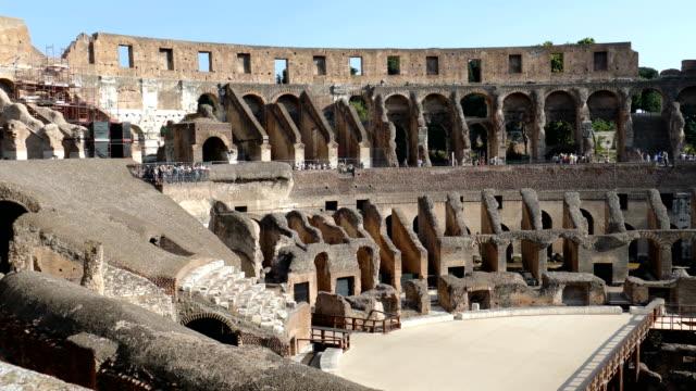 vídeos de stock e filmes b-roll de arena coliseum at evening time, with tourists inside - material de construção