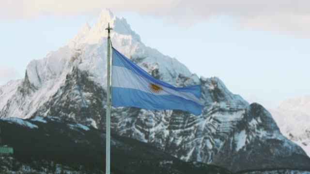 argentina flag in ushuaia. - bandiera dell'argentina video stock e b–roll