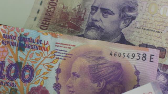 vídeos y material grabado en eventos de stock de peso argentino dinero y finanzas, los impuestos, la deuda, gasto, de crédito - recesión