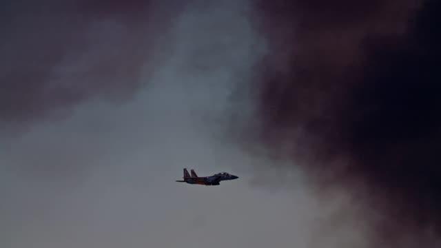 무장 한 이스라엘 공군 f-15에 의해 비행과 공격을 당겨 - 항공기시점 스톡 비디오 및 b-롤 화면