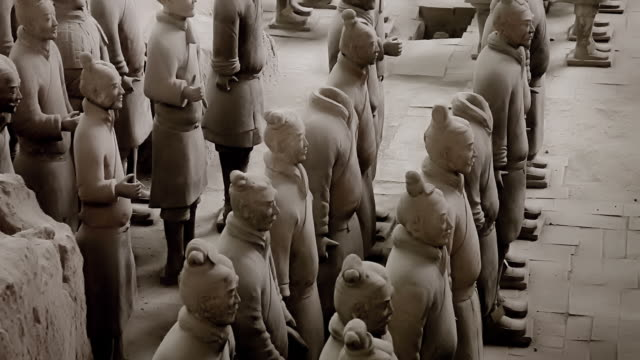 esercito di guerrieri di terracotta, xi'an, cina - ming video stock e b–roll