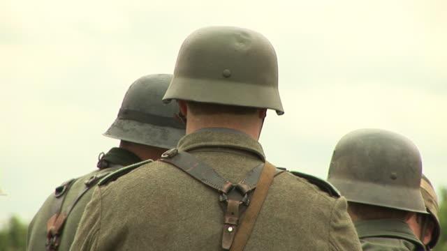 vidéos et rushes de army soldiers casques & hd de pal - première guerre mondiale
