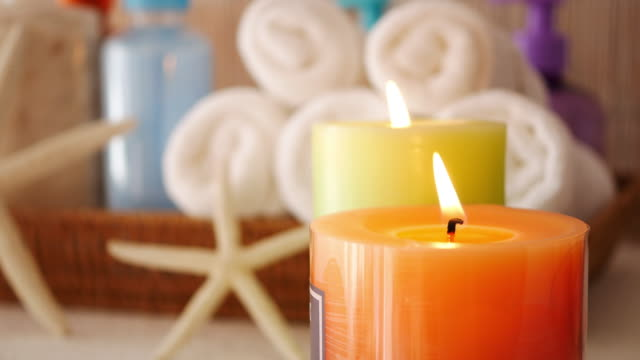 dinlenmek için aromaterapi mum - kokulu stok videoları ve detay görüntü çekimi