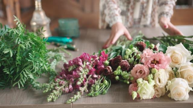 Arranging bouquet