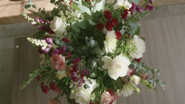 花束の手配 - 花市場点の映像素材/bロール
