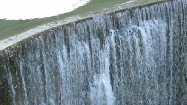 cascata artificiale - fare video stock e b–roll