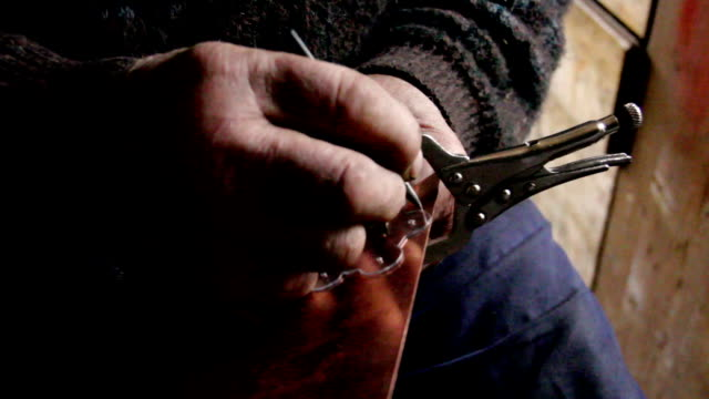 artisan workshop that builds a belt for a tyrolean tracht - costume tradizionale video stock e b–roll