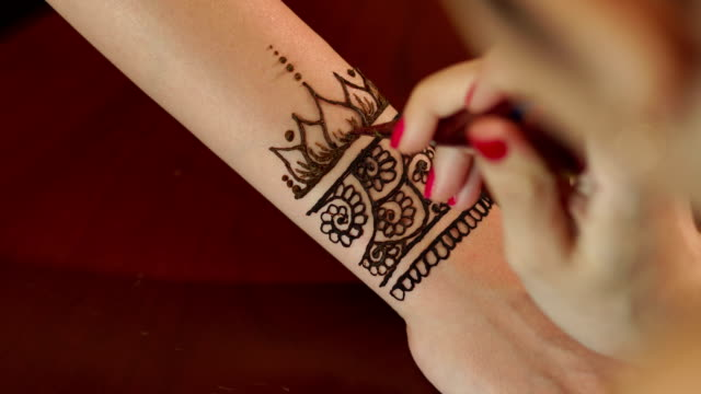 Best Henna Tattoo Stock Videos and Royalty-Free Footage - iStock