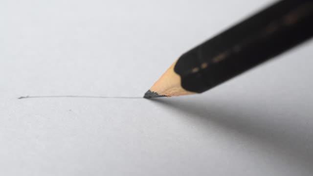 konstnärer händer ritning trä penna skriver linje på papper. - blyertspenna bildbanksvideor och videomaterial från bakom kulisserna