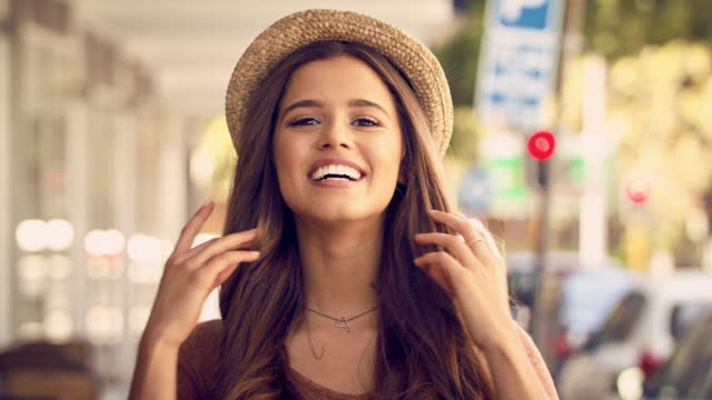 as charming as she is beautiful - sorriso aperto video stock e b–roll