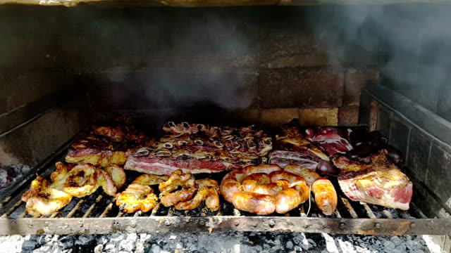 asado argentino a la parrilla - barbecue with smoke video