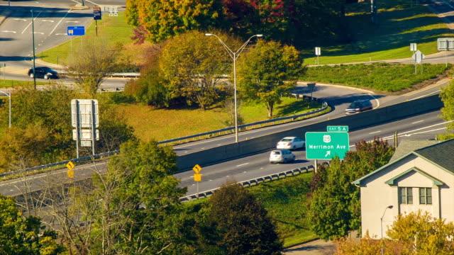 Asheville, Carolina del Norte, a la salida de la interestatal 240 Merrimon cerca del centro de la ciudad - vídeo