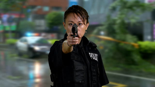 vídeos de stock e filmes b-roll de asian american woman police officer at crime scene - badge