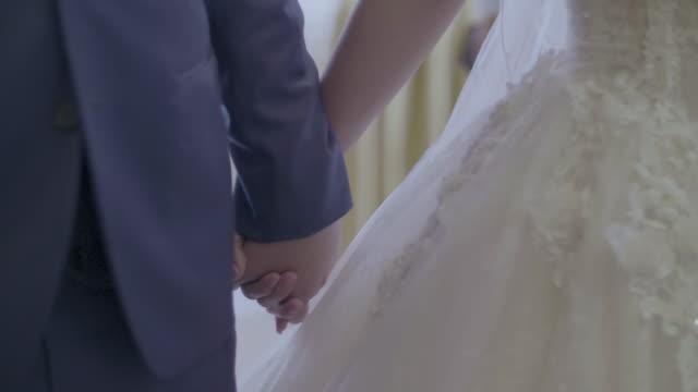 アジア結婚披露宴での新郎新婦 - 結婚式点の映像素材/bロール