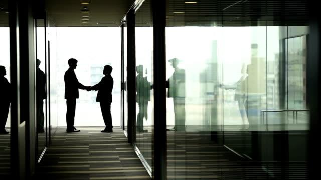 アジアビジネス概念 - ビジネスマン 日本人点の映像素材/bロール