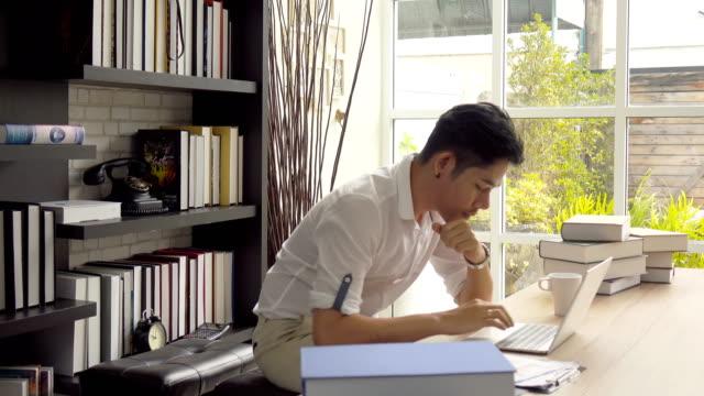 アジア系のビジネスマン - テレワーク点の映像素材/bロール