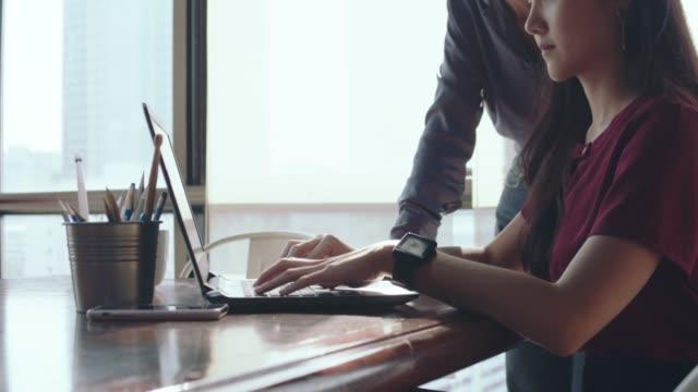 asian businesswomen working together at the office. - продвижение трудовые отношения стоковые видео и кадры b-roll