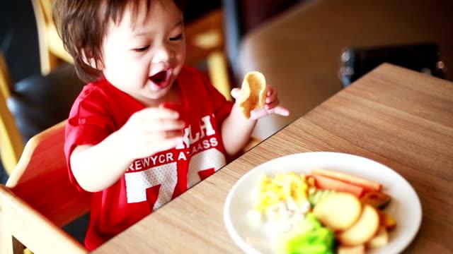 Asian children eating restaurants